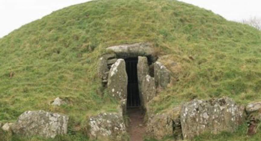 O túmulo do mago? Tumba de 4.000 anos descoberta na ilha enigmática dos druidas